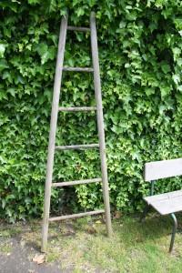 échelle de peintre en bois ancienne Rouge Garden