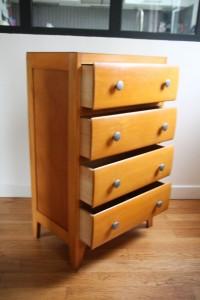 Grand Chiffonnier commode haute en bois années 50 60 mobilier vintage Rouge Garden