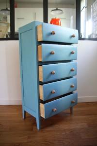 ancien chiffonnier années 50 60 en bois peint en bleu mobilier vintage Rouge Garden
