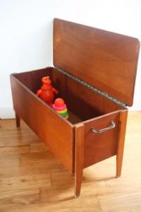 ancien coffre à jouets en bois pieds compas