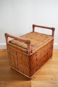 ancien coffre en rotin années 50 mobilier vintage Rouge Garden