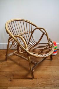 ancien fauteuil coquille rotin osier Rouge Garden