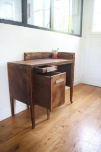ancien petit bureau années 50 mobilier vintage Rouge Garden