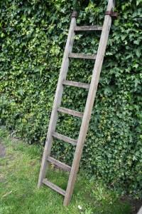 ancienne échelle en bois vintage Rouge Garden