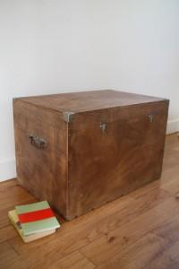 ancienne malle ancien coffre années 50 60 mobilier vintage Rouge Garden