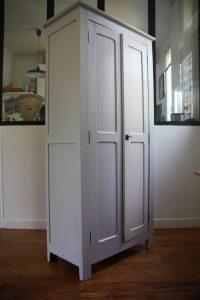 ancienne-petite-armoire-parisienne-annees-50-en-bois-rouge-garden