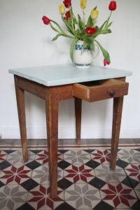 ancienne-petite-table-en-bois-rouge-garden2