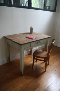 ancienne table ferme pour enfant Rouge Garden