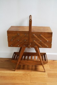 ancienne travailleuse pieds compas mobilier vintage Rouge Garden