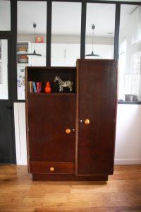 armoire-asymetrique-en-bois-art-deco-annees-30-rouge-garden