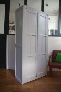 armoire-parisienne-annees-50-en-bois-rouge-garden2