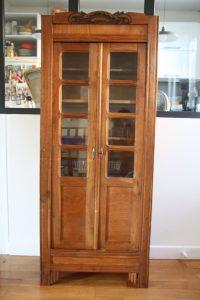 armoire-vitrine-en-bois-vintage-annees-30-art-deco-rouge-garden