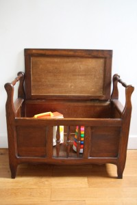 banc coffre à jouets ancien années 50 60 mobilier vintage Rouge Garden