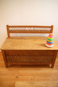 banc coffre à jouets rotin mobilier vintage Rouge Garden