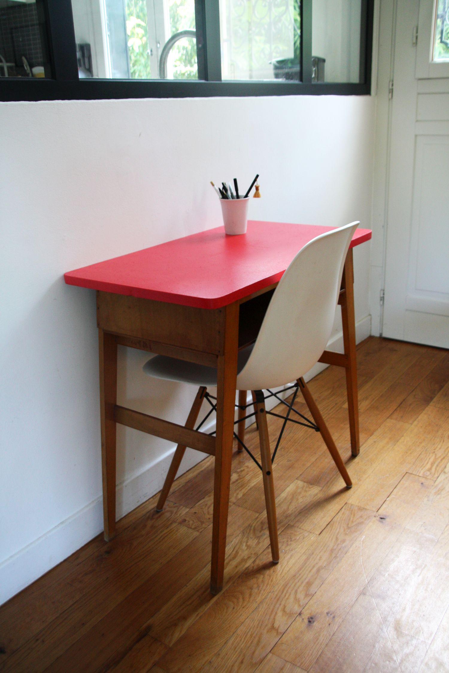 Les petits rouge garden for Petit bureau d appoint
