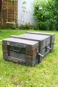 caisse militaire vintage Rouge Garden