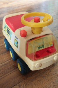 camion explorer fisher price 1970 vintage Rouge Garden