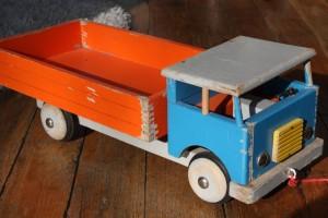 camion jouet vintage Rouge Garden