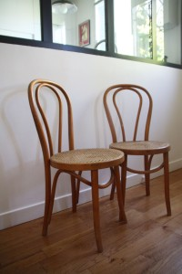 chaise en bois courbé mobilier vintage Rouge Garden