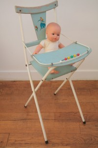 chaise haute poupée vintage Rouge Garden