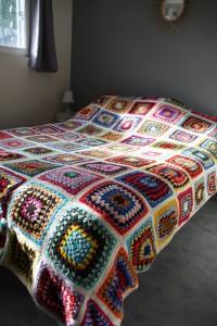 dessus de lit brodé patchwork vintage Rouge Garden
