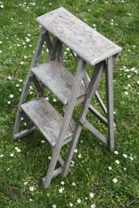 escabeau ancien échelle en bois vintage Rouge Garden