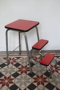 escabeau escamotable Formica rouge mobilier vintage Rouge Garden