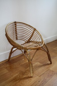 fauteuil rotin corbeille années 60 Rouge Gardenn