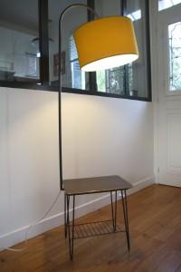 lampadaire vintage table porte-revues Rouge Garden