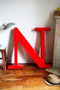 lettres d'enseignes rouges vintage Rouge Garden