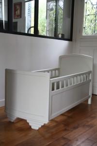 lit bébé ancien années 30 40 mobilier vintage Rouge Garden