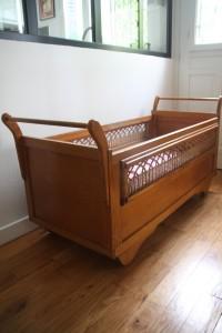lit berceau roulotte bébé années 50 60 mobilier vintage Rouge Garden