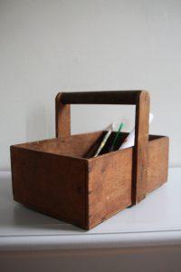 panier-outils-ancien-en-bois-annees-50-rouge-garden
