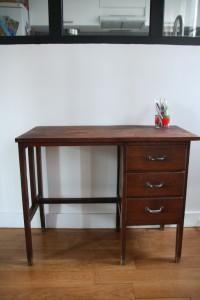 petit bureau en bois ancien années 50 mobilier vintage Rouge Garden