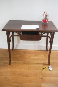 petit bureau table enfant Thonet 1900 mobilier vintage Rouge Garden
