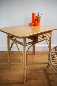 petit bureau table rotin osier mobilier vintage enfants Rouge Garden