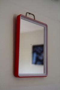 petit miroir de barbier Rouge Garden mobilier vintage