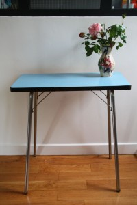 petite desserte table formica années 60 mobilier vintage Rouge Garden
