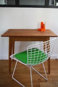 petite table bureau bois pieds compas années 60 Rouge Garden