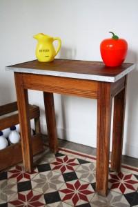 petite table en bois vintage Rouge Garden