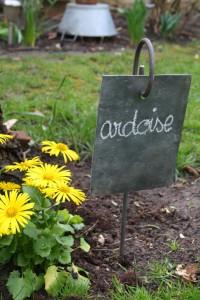 marque fleurs porte ardoise jardin vintage Rouge Garden