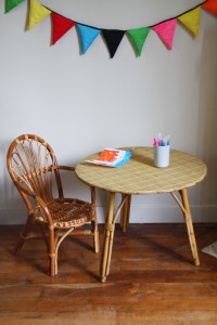 table bureau et chaise rotin vintage Rouge Garden