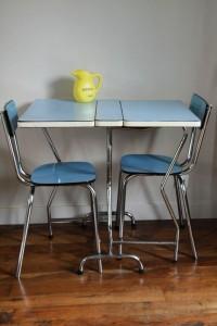 table et chaises formica bleue vintage Rouge Garden