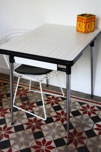table formica blanche Rouge Garden