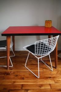 table haute Formica rouge et pieds compas bois Rouge Garden