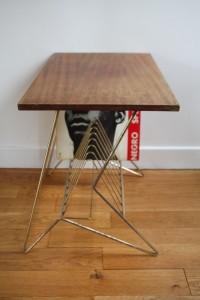table porte vinyles en bois et métal années 50 60 Rouge Garden