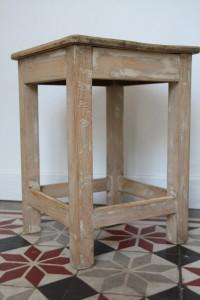 tabouret ancien en bois vintage Rouge Garden